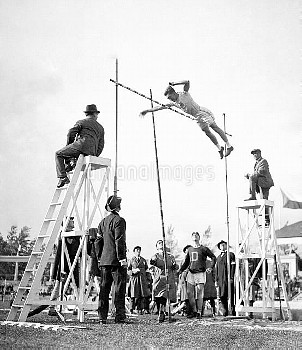 American Frank Foss winning the pole jump final by clearing 13 feet 5 inches.