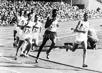 USA's Mal Whitfield (r) leads from Jamaica's Arthur Wint (second r) and Heinz Ulzheimer (734)