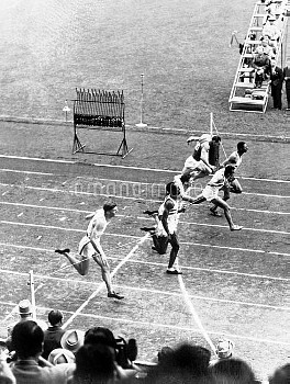 USA's Lindy Remigino (fourth lane from camera) wins in a photo finish from Jamaica's Herb McKenley (