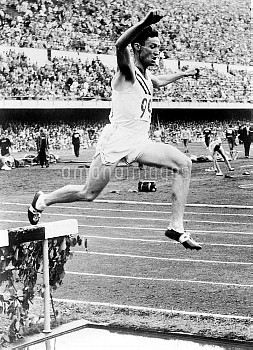 USA's Horace Ashenfelter leaps over the water jump on his way to winning gold