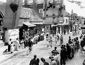 1908 OLYMPIC GAMES: Competitors in the 1908 London Olympic's Marathon leaving Windsor on route to Lo