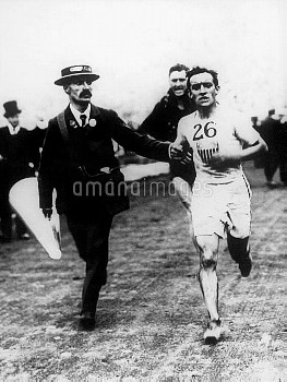 USA's John Hayes approaches the finish line to win the Olympic marathon