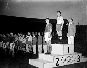 The teams line up on the podium after the final, Sweden taking the gold medal ahead of Yugoslavia (s