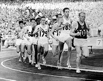USSR's Vladimir Kuts (r) leads from Great Britain's Gordon Pirie (second r) and Australia's Albert T