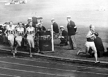 USSR's Vladimir Kuts (r) leads from Great Britain's Gordon Pirie (189), Derek Ibbotson (188) and Chr