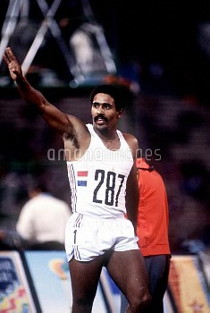 Great Britain's Daley Thompson, the gold medallist, acknowledges the cheers of the crowd