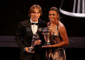 Luka Modric (left) poses with his Best FIFA Men's Player Award alongside Marta with her Best FIFA Wo