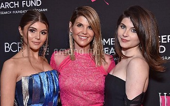 Olivia Jade Giannulli, Lori Loughlin and Isabella Rose Giannulli at An Unforgettable Evening benefit