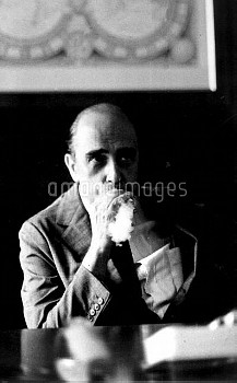 August 27, 1977, Sao Paulo, Brazil: Just days before his 100th birthday, Brazilian architect Oscar N
