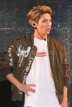 K-POP・SHINeeのジョンヒョンがガルアワでライブパフォーマンス