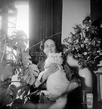Lise Deharme, French writer. France, 1953.