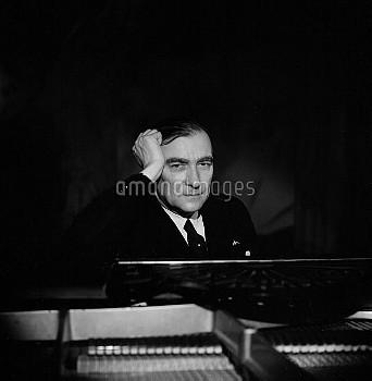 Karol Szymanowski (1882-1937), Polish composer. France, may 1936.     LIP-2354-17