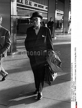 1961 - FRANCE : Le Corbusier a l'aeroport. Copy. F.L.C./Adagp, Paris 2004.