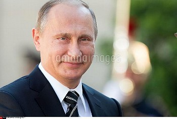 Russian President Vladimir Putin arrives at the Elysee Palace in Paris, 02/10/15. The leaders of Fra