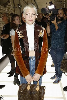 Michelle Williams in Front row at Louis Vuitton during the Spring-Summer 2018 fashion shows in Paris