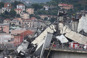 Genoa, the Morandi Bridge collapses, the A10 motorway viaduct on the Polcevera stream, dozens of dea