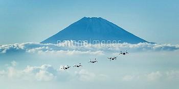 富士山を背景に飛行するオスプレイ To The Mountains And Beyond