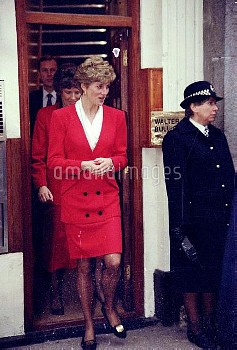 NATIONAL PICTURES    Diana at Cockspur Street, London SW1  14.01.92