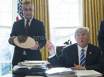 インテル:アリゾナ州の半導体工場に70億ドルを投資 President Trump meets with Intel CEO Brian Krzanich at the White House