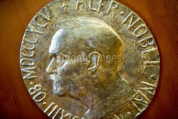 Dec. 9, 2015 - Oslo, OO, Norge - Oslo, Norway 20151209. Nobel Peace Prize 2015. The Prize medal with