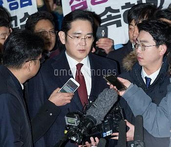 SEOUL, Jan. 12, 2017 Samsung Electronics Vice Chairman Lee Jae-yong receives interviews before quest