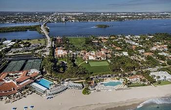フロリダ州パームビーチにあるトランプ大統領の別荘 Palm Beach, Florida, U.S. - The Mar-a-Lago Club and surrounding area in Pal