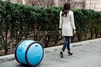 スクーター「ベスパ」で有名なピアッジオが開発中のショッピングカート