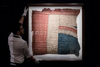 サザビーズのオークションに出品されるネルソン提督ゆかりの英国旗の一部