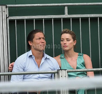 it's official ''THEY HAVE THEIR FIRST KISS'' Amber Heard with new boyfriend Vito Schnabel