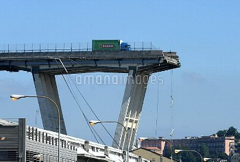 GENOA, Aug. 15, 2018 Photo taken on Aug. 15, 2018 shows the collapse of a motorway bridge in Genoa,
