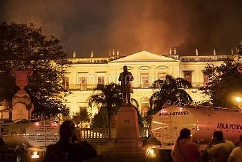 RIO DE JANEIRO, Sept. 3, 2018  Photo taken on Sept. 2, 2018 shows the burning National Museum of Bra