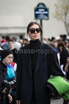 Thom Browne - Paris Woman Streetstyle Spring Summer 2019