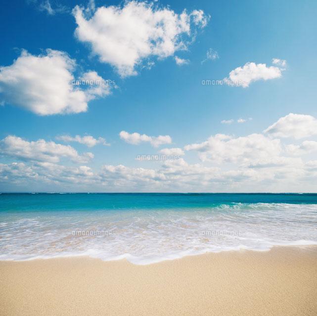 綺麗な海で打ち寄せる波10112000080の写真素材イラスト素材アマナ