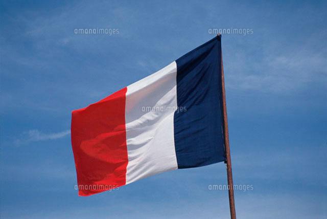 フランス国旗と空10120000546の写真素材イラスト素材アマナイメージズ