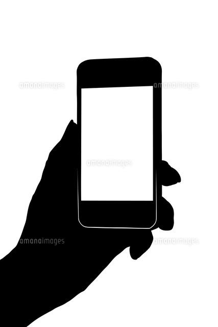 スマートフォンを持つ手のシルエット10131009821の写真素材イラスト