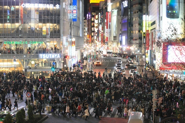 渋谷スクランブル交差点通行人10131010512の写真素材イラスト素材