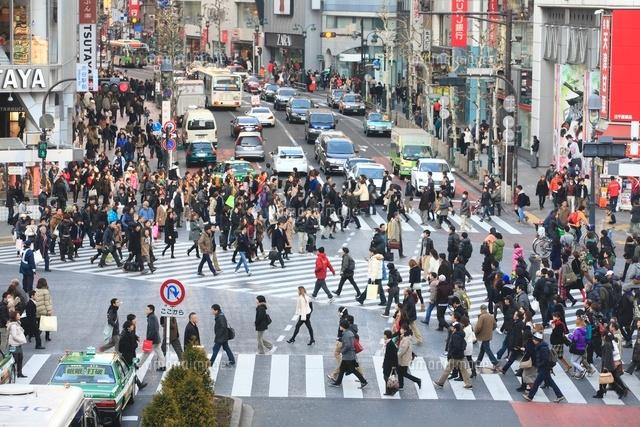 渋谷スクランブル交差点通行人10131010516の写真素材イラスト素材