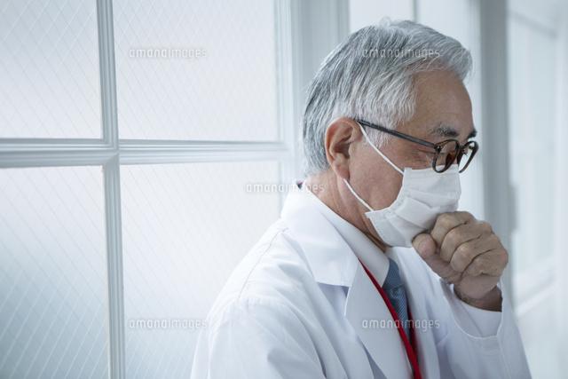 マスクをした白衣の男性10161018231の写真素材イラスト素材アマナ