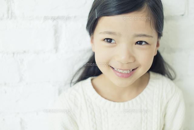 笑顔の可愛い女の子10161018952の写真素材イラスト素材