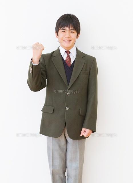 制服 ブレザー を着る男子中学生のポートレート の写真素材 イラスト素材 アマナイメージズ