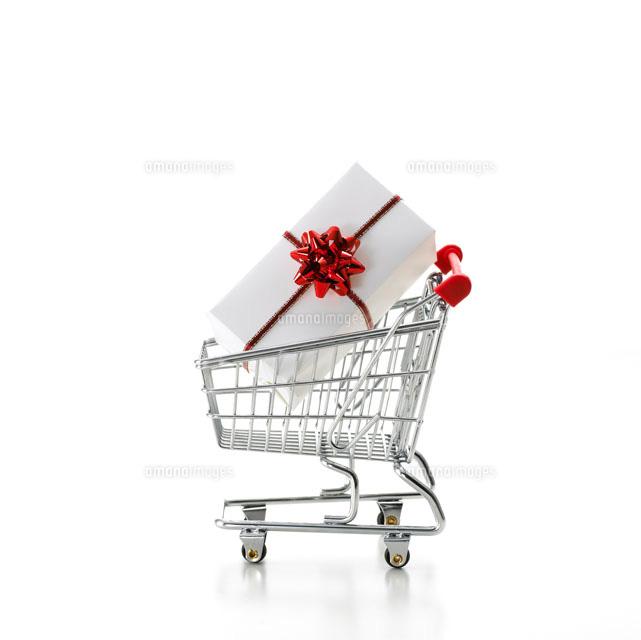 白い背景のショッピングカート10214000656の写真素材イラスト素材