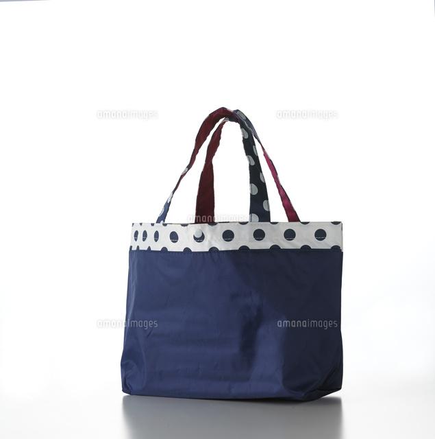 白い背景のトートバッグ10214001995の写真素材イラスト素材アマナ