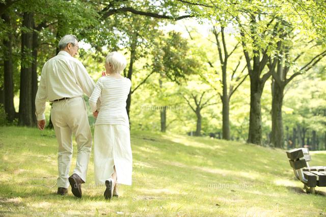 「フリー素材 老人 散歩」の画像検索結果