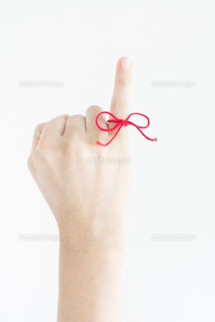 伸ばした小指に結んだ赤い糸10250003781の写真素材イラスト素材