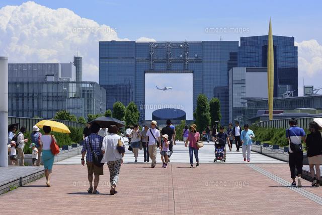 テレコムセンターと通行人10252012009の写真素材イラスト素材