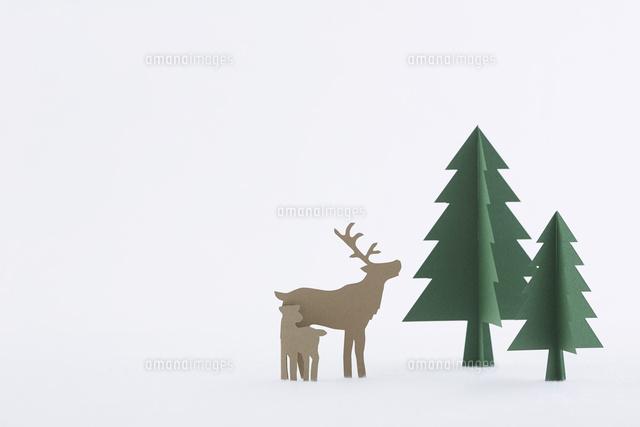 もみの木とトナカイ10331001561の写真素材イラスト素材アマナ