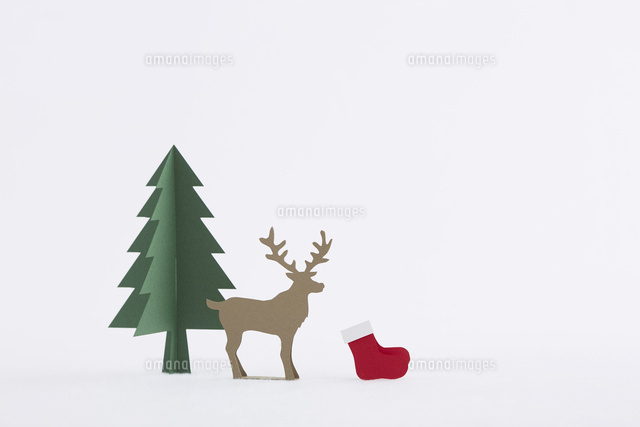もみの木とトナカイ10331001566の写真素材イラスト素材アマナ