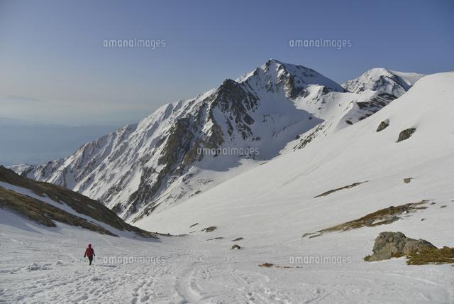 雪山と登山者10336001400の写真素材イラスト素材アマナイメージズ