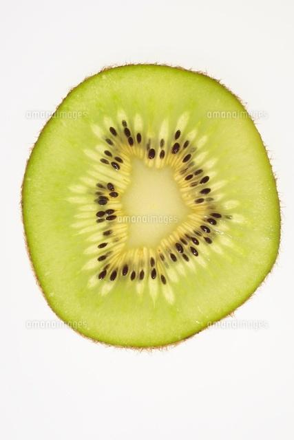 キウイフルーツの断面10346000376の写真素材イラスト素材アマナ