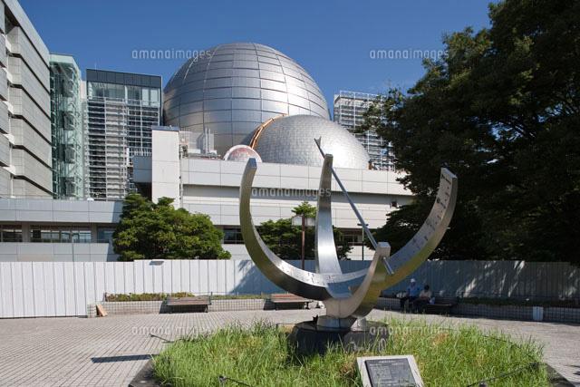 名古屋市科学館のプラネタリウムと大型環式日時計